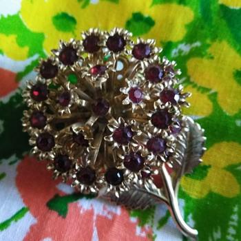 Mystery brooch - Costume Jewelry