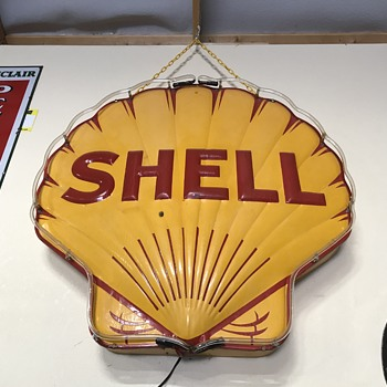 Shell gasoline neon sign  - Petroliana