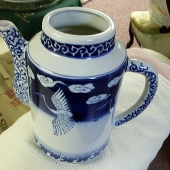A new favorite  ASIAN  Tea/coffee pot.....porcelain - Asian