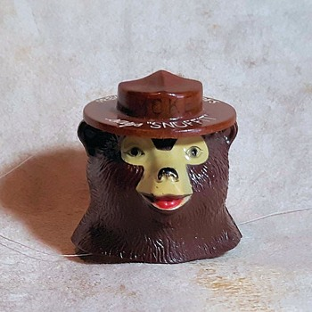 Smokey Bear Snuffit Plasti-Craft Corp. San Gabriel CA 1960s - Animals