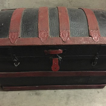 Any idea what kind of chest this is?  - Furniture