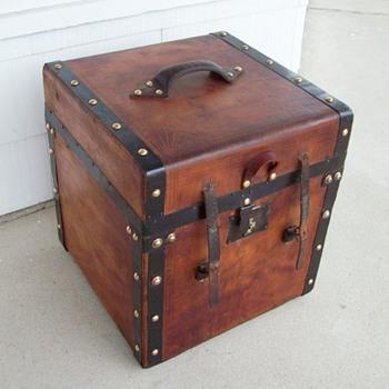 Civil War period square Trunk - Furniture