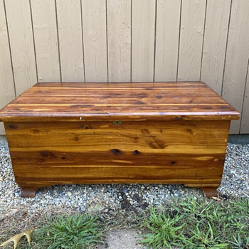 Standard Red Cedar Company cedar chest - Furniture