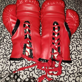 Lightweight 1950s Ny boxer Joey Scarlotta boxing gloves + - Sporting Goods