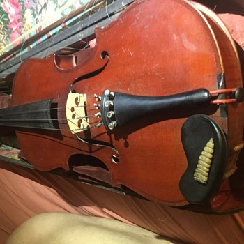 Some sort of mojo? rattlesnake tail rattle inside this 40$ garage sale antique violin!?! - Musical Instruments