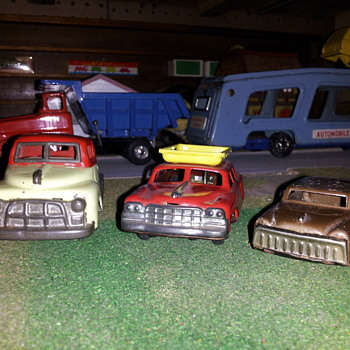 Assorted Small Japan Tin Cars. Linemar style. Part of the Junkyard.