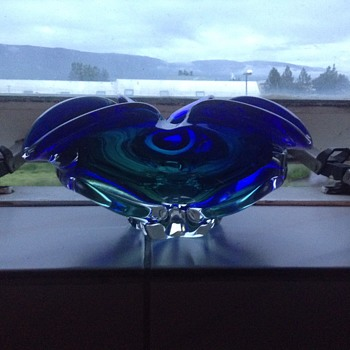 Lovely green and blue glass bowl - Art Glass