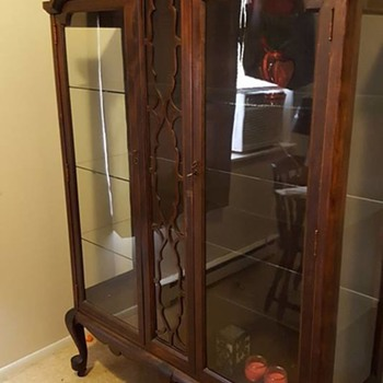 Beau Antique China Cabinet