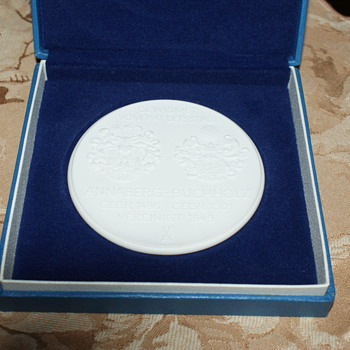 Meissen Porcelain:  Commemorative Medallion - Medals Pins and Badges
