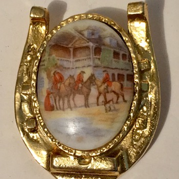 Victorian Brooch pin on a Horse shoe brooch