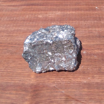 Platinum nugget?  - Gemstones
