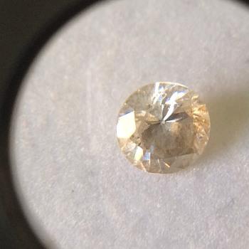 Dirty old cut stone - Gemstones
