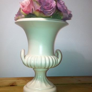 BESWICK URN ANY IDEA ON DATE - Pottery