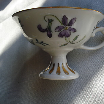 An elegant hand painted porcelain cup - China and Dinnerware
