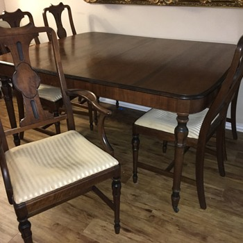 Antique Dinning Table -Maple? - Furniture