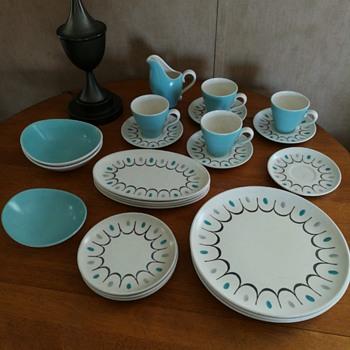 "Metlox Poppy Trail ""Del Rey"" California pottery"