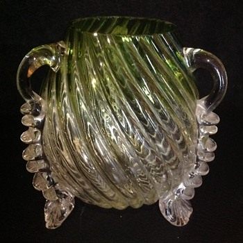Ribbed three handled bowl - Art Glass