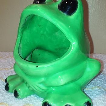 cheap (probably) green ceramic froggy soapdish - Animals