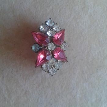 Grandmothers Brooch - Costume Jewelry