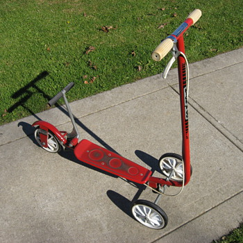 Honda Kick-n-Go sidewalk scooter - Sporting Goods