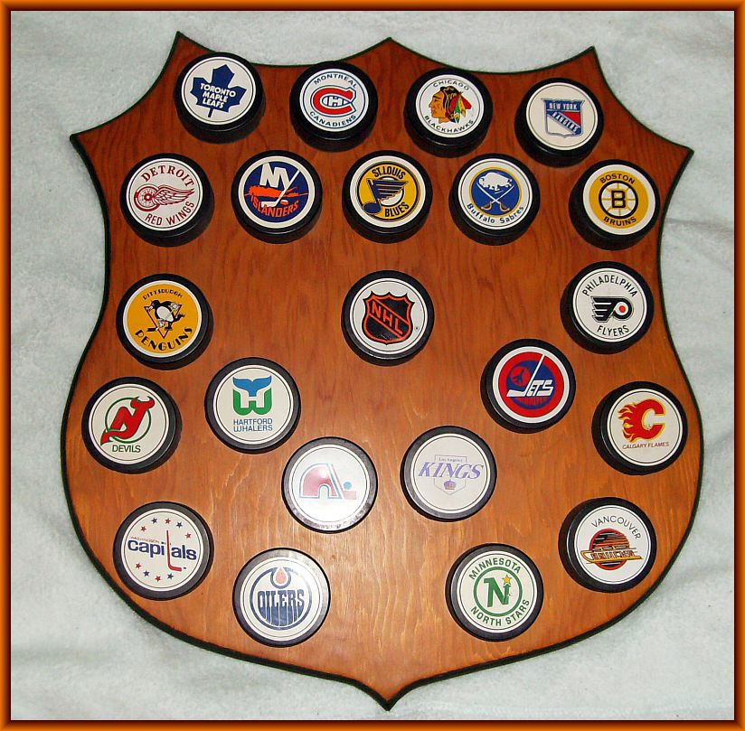 40's NHL PUCK DISPLAY Texaco Collectors Weekly Adorable Hockey Puck Display Stand