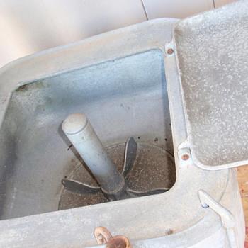 1926 Model 82 Maytag gasoline wringer washer / 1939 twin cylinder motor