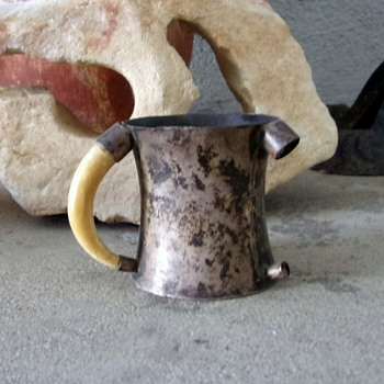 3 Claw/Tooth Handled Baby Drinking Cup