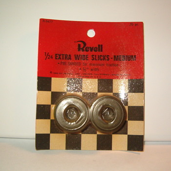 REVELL SLOT CAR TIRES 1966 VINTAGE GOODIES - Model Cars