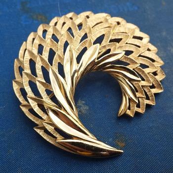 Trifari - help identify - Costume Jewelry