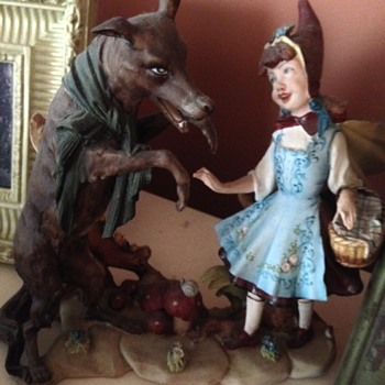 Little Red Riding Hood and The Wolf - Figurines