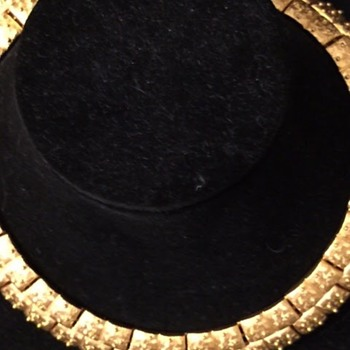 Does anyone recognize this mark? - Costume Jewelry