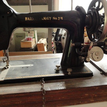 ANTIQUE PORTABLE SEWING MACHINE