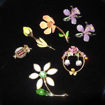 Pretty Flower Brooches For Spring :^D - Costume Jewelry