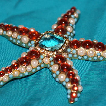 KJL Starfish Brooch - Costume Jewelry