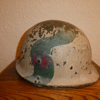 Captured Iraqi helmet - Military and Wartime