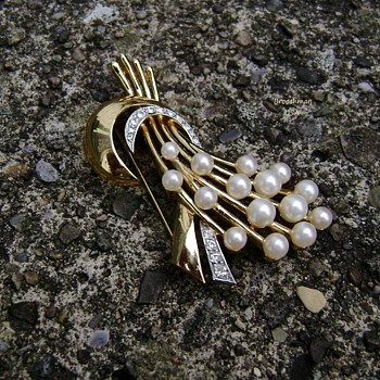 Trifari Pearl Brooch Rare - Costume Jewelry