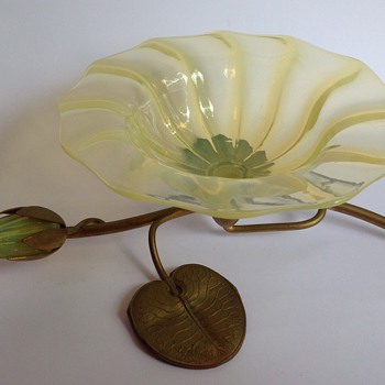 John Walsh Walsh uranium glass waterlily bowl on metal stand - Art Glass