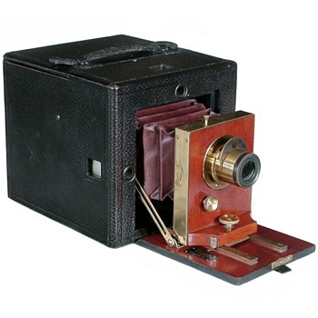 Rochester Optical Company Folding Premier Camera, 1892 - Cameras