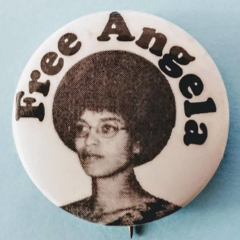 FREE ANGELA DAVIS - Medals Pins and Badges