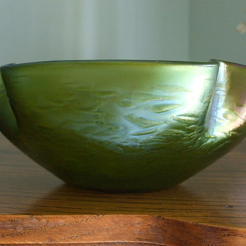 Rindskopf's Green Iridescent OIL SPOT Bowl- Identified - Art Glass
