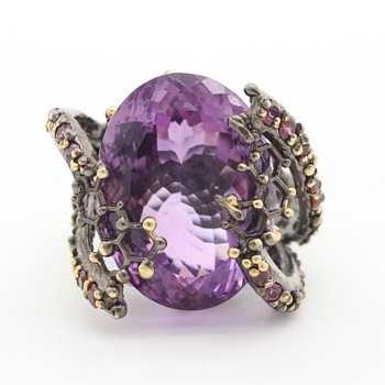 This ring looks antique - Fine Jewelry