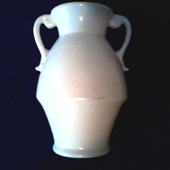 Red Wing Art Pottery Handled Vase / #287 Ivory Matte Glaze /Circa 1930's - Pottery