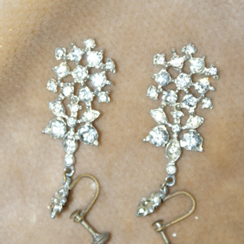 Vintage Dangle Rhinestone Earrings - Costume Jewelry