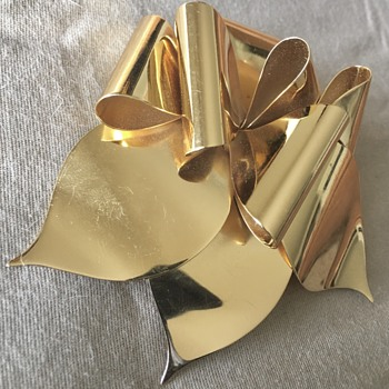 Christian Dior Gold Tone Bow Ribbon Brooch - Costume Jewelry