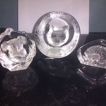 Mats Jonasson a Trio of lead crystal animal head paperweights, 2 small one large all signed.