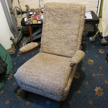 Mid century chair - needs identifying