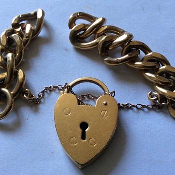 Old gold locket & chain