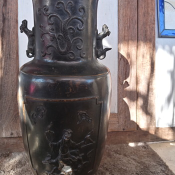Antique Chinese bronze urn - Asian