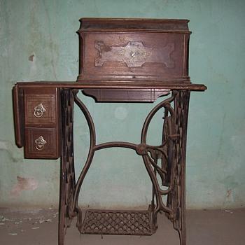 1886 Singer Sewing Machine - Sewing