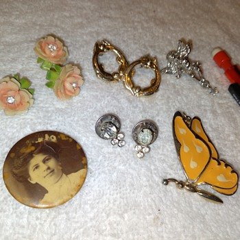 a few non-earring things from the costume jewelry lot - Costume Jewelry